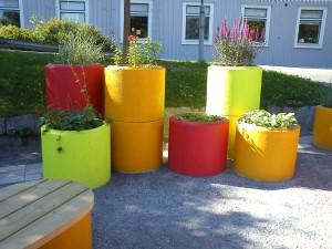 Roligt att måla betongringar och använda dessa som krukor!